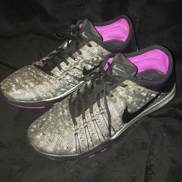 Nike Shoes - Nike Free TR 6 MTLC